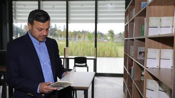 Başkan Kocaispir, sosyal medyadan kitap hediye etti