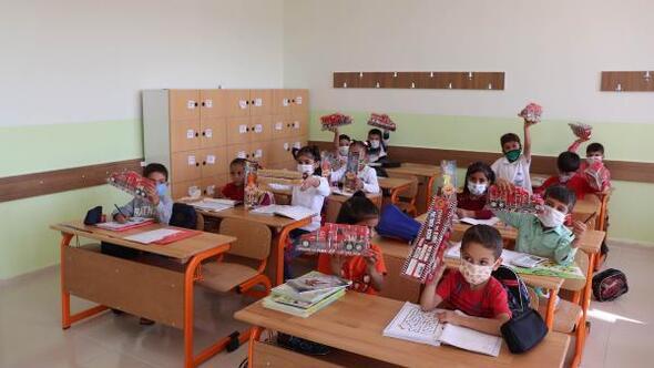Midyatta yapımı tamamlanan okul törenle açıldı