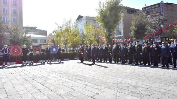 Vanda Atatürk Anıtına çelenk konuldu