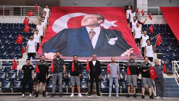 Merkezefendi Belediyesi Denizli Basket Cumhuriyet'i kutladı