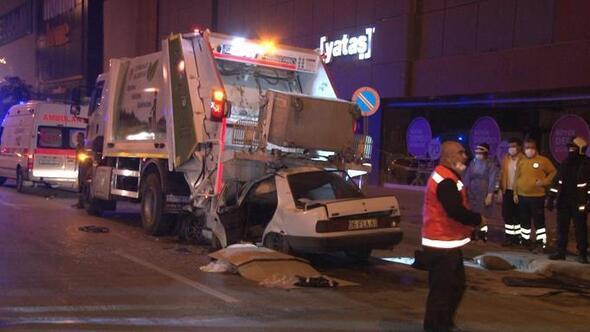 Çöp kamyonuna hızla saplandı