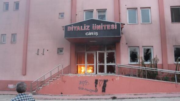 Eski hastane binasında çıkan yangın büyümeden söndürüldü
