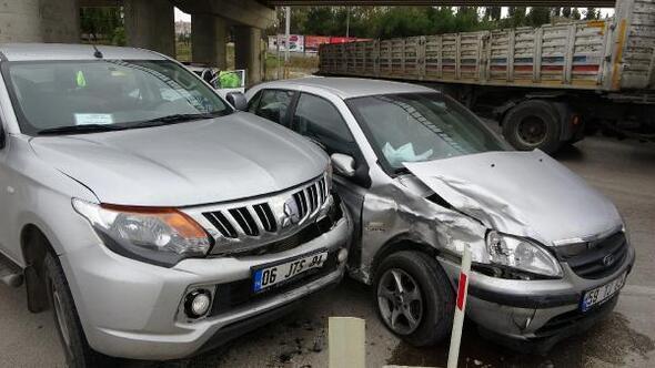 Kamyonet, otomobille çarpıştı: 1 yaralı