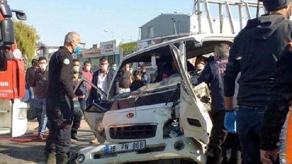 Kayseride 3 aracın karıştığı kazada 2 kişi yaralandı