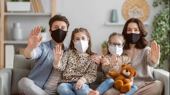 Risk varsa ev içinde de maske-mesafe