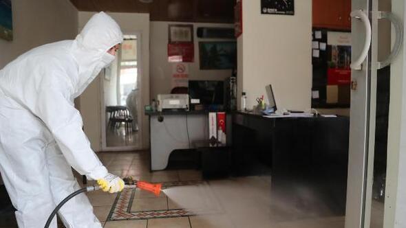 Pamukkale Belediyesi işyerlerini dezenfekte ediyor