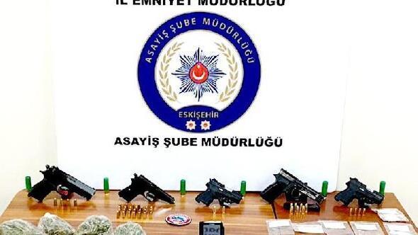 Eskişehir'de polisin denetiminde 12 şüpheli yakalandı