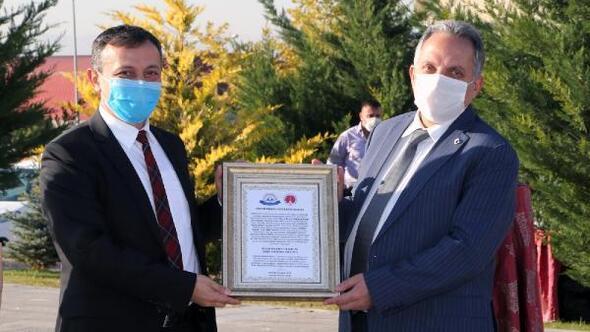 ERÜ'den Başkan Yalçın'a Yılın hayvanseveri beratı