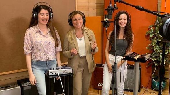 'Türkiye'nin Mühendis Kızları' seslerini kendi şarkılarıyla duyuruyor