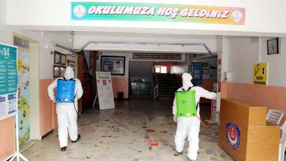 Nizipte okullar dezenfekte edildi