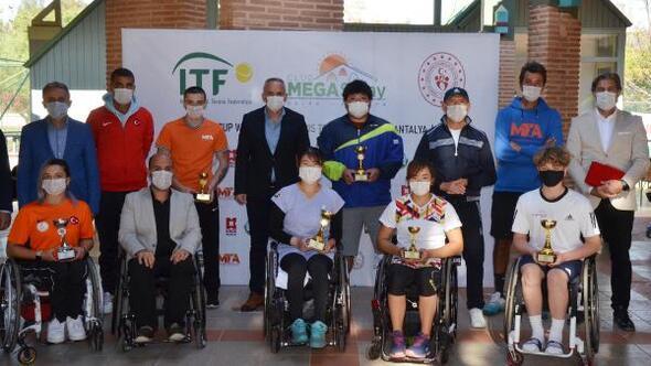 Serikte tekerlekli sandalye tenis turnuvası