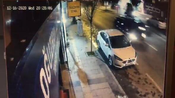 3 aracın çarpıştığı kaza güvenlik kamerasına yansıdı