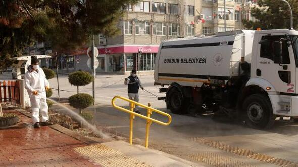 Belediye ekipleri kenti dezenfekte etti