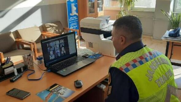 Jandarmadan öğrencilere EBA üzerinde trafik eğitimi