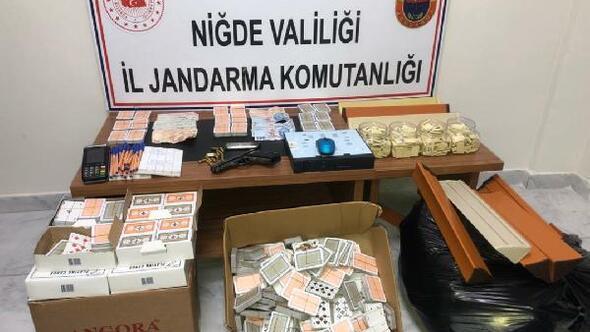 Jandarma ekiplerinden kumar oynanan eve baskın