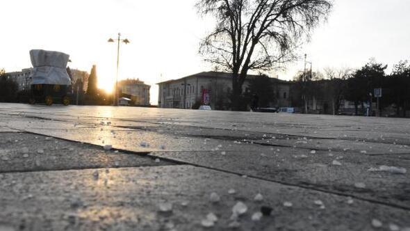 Sivasta buzlanmaya karşı cadde ve sokaklara tuzlama yapıldı