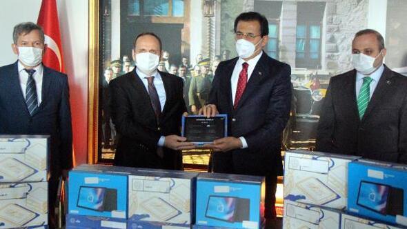Boluda bin 724 öğrenciye tablet verildi