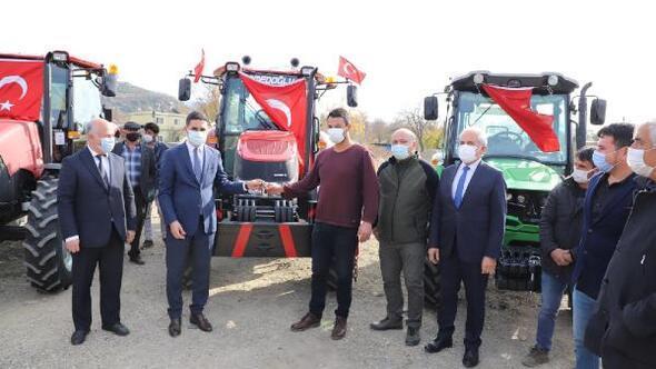 Andırında orman köylülerinin traktörleri teslim edildi