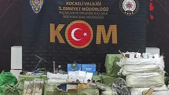 Kocaeli'de araç dolusu gümrük kaçağı eşyalar ele geçirildi