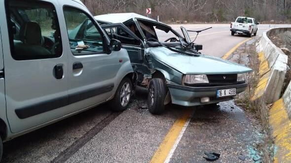 Bursada hafif ticari araç ile otomobil çarpıştı; 1 yaralı