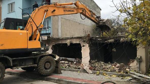 Osmangazi Belediyesi metruk bina yıkımlarına devam ediyor