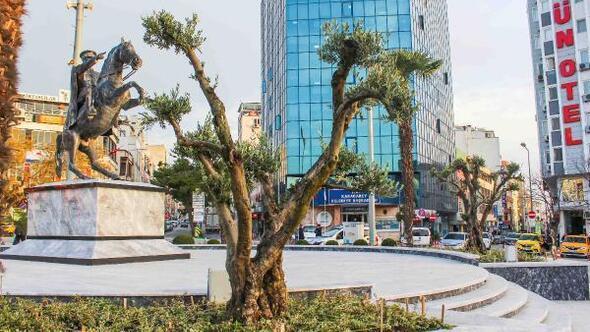Karacabey Cumhuriyet Meydanı yenilendi
