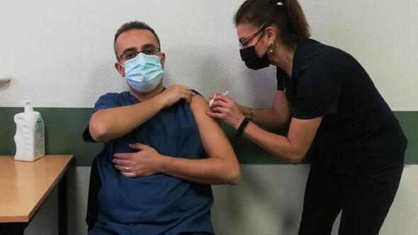 SDÜ Hastanesinde ilk aşıyı başhekim yaptırdı