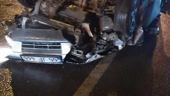 İki kamyonete çarpan otomobil devrildi, 3 yaralı