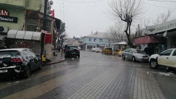 Manyasta kar yağışı etkili oldu
