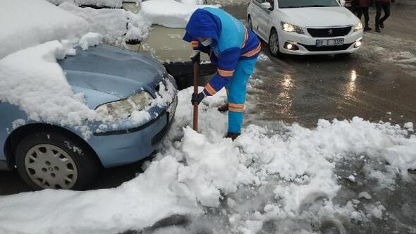 Yıldırım Belediyesi ekipleri kar mesaisini 7/24 sürdürüyor