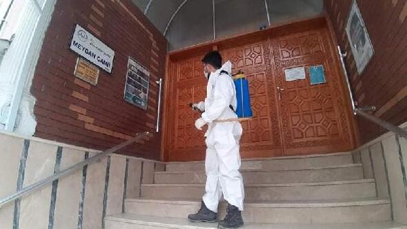 Niksarda cuma namazı öncesi camiler dezenfekte edildi