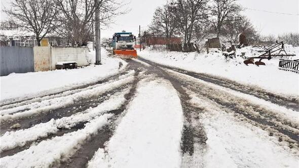 Süleymanpaşa Belediyesinin karla mücadelesinde yollar açık kaldı