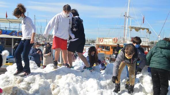 Bodruma taşıma karla, kar topu keyfi yaşadılar