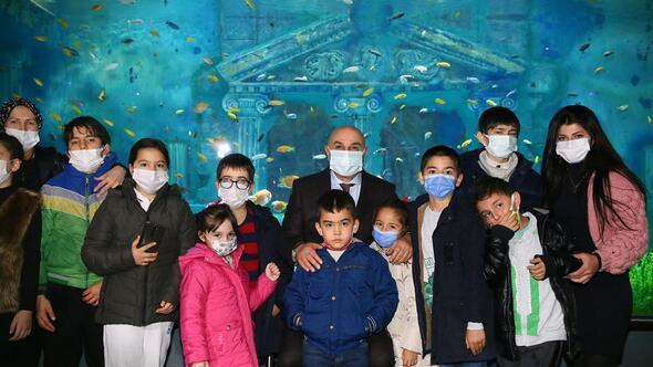 Özel gereksinimli çocuklar Deniz Dünyası'nı gezdi film izledi