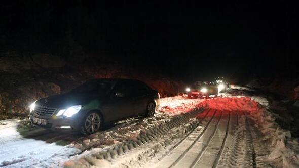 Erdemli Belediyesi karda mahsur kalan 16 kişiyi kurtardı