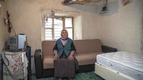 Mersinde 81 yaşındaki Emiş Teyzenin evi yenilendi