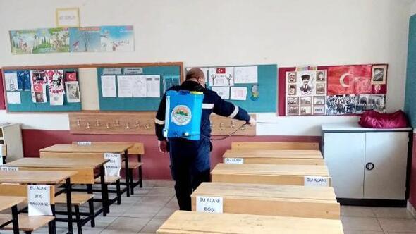 Toroslar Belediyesi, eğitime başlayan okulları dezenfekte etti