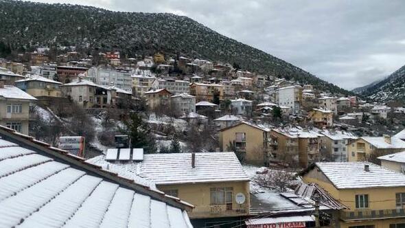 Aksekiye mevsimin ilk karı yağdı