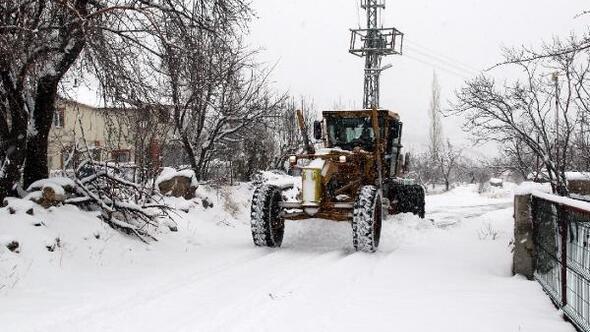 Hacılar'da kar temizleme çalışmaları sürüyor