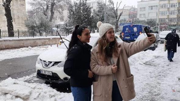 Sarayda kar yağışı