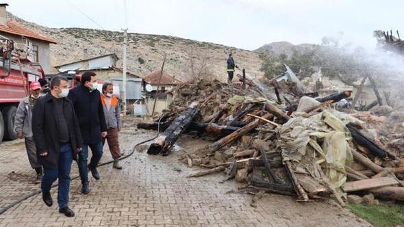 Yakaköyde 2 ev yandı