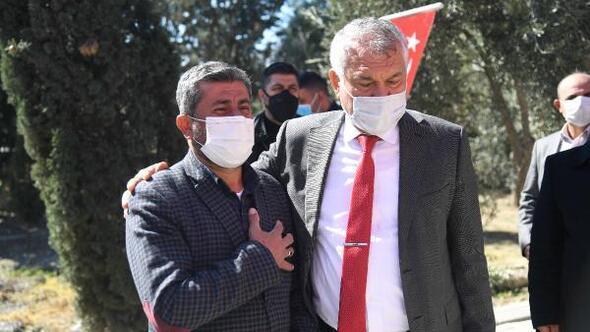 Başkan Zeydan Karalar, tahrip edilen şehit kabristanında şehitlerin babasıyla birlikte dua okudu