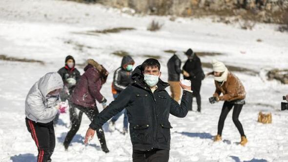 Özel gereksinimli çocuklara kar sürprizi