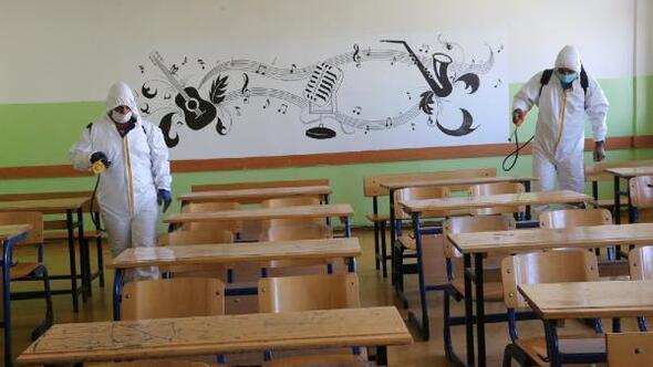 Şanlıurfa'da okullar dezenfekte ediliyor