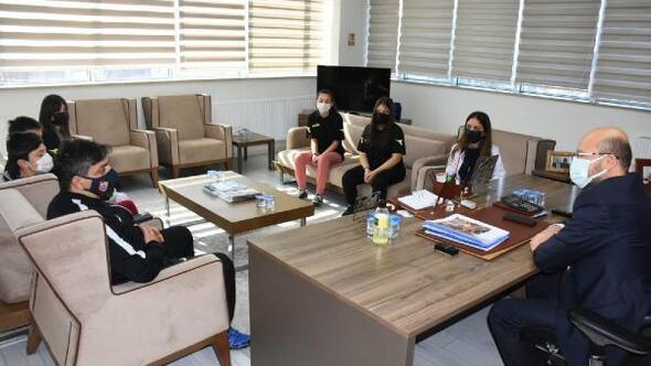 Niksarlı sporculardan Başkan Özcan'a ziyaret