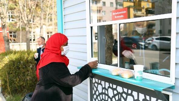 Aksaraya bir çorba evi daha, günlük 400 kişinin içini ısıtıyor