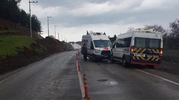 İslahiye'de minibüs ile kamyonet çarpıştı: 2 yaralı
