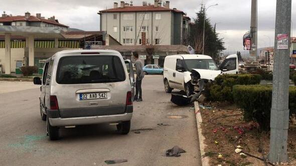 Dinarda kaza: 3 yaralı