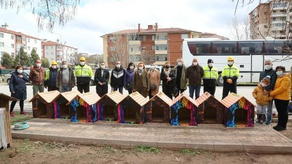 Odunpazarı Belediyesi sokak hayvanları için kulübe hazırladı