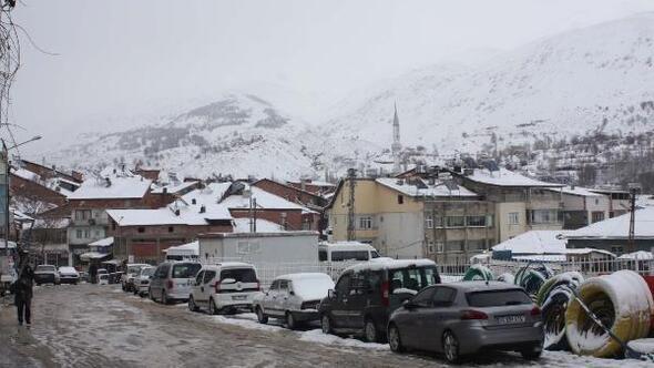 Çelikhan'da kar yağışı hayatı olumsuz etkiledi